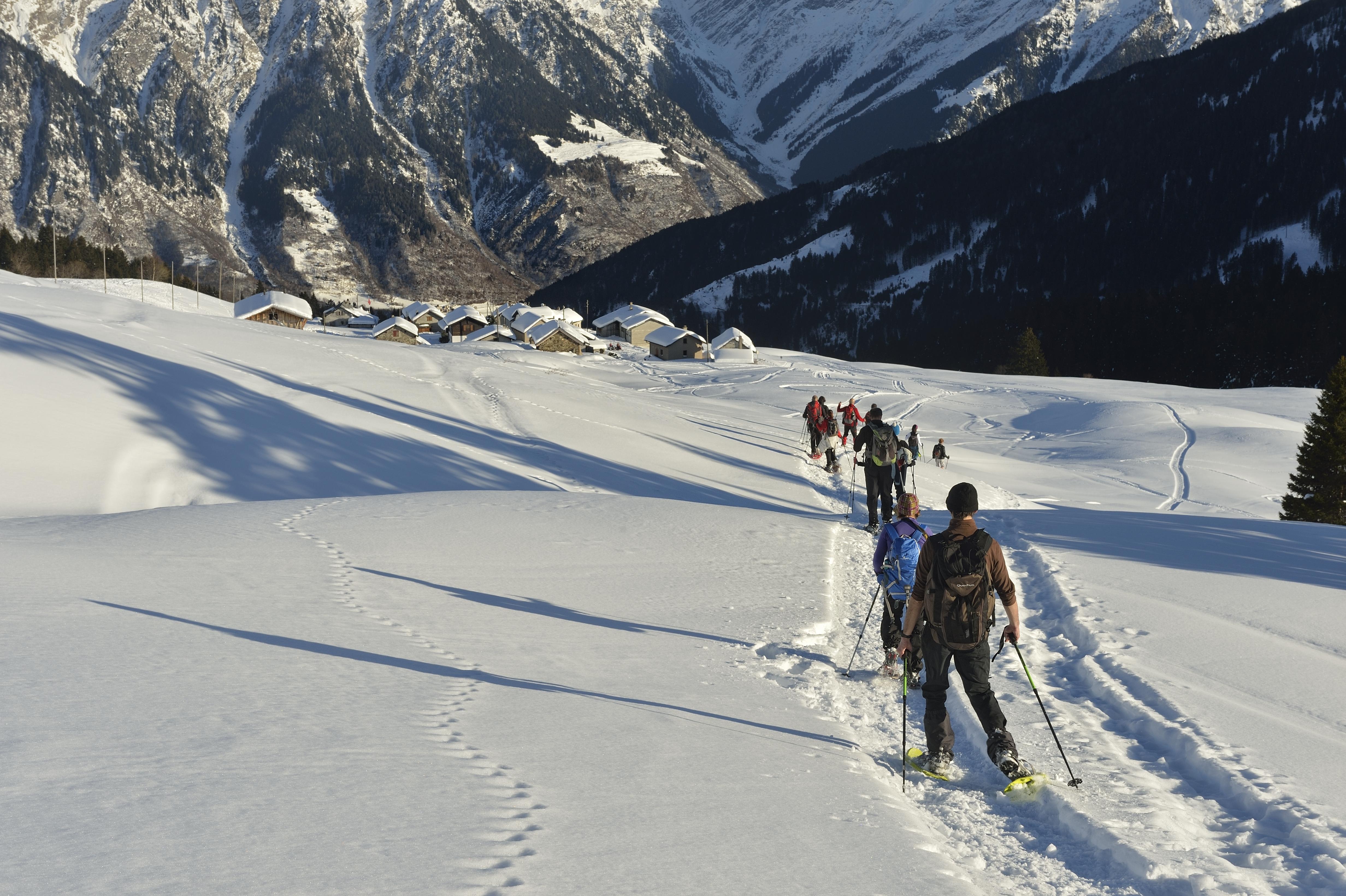 Come scegliere le racchette da neve - Mountain Kingdom be8bcc695726